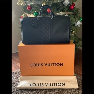 Louis Vuitton Keepall 50 Bandoulière Duffle Bag